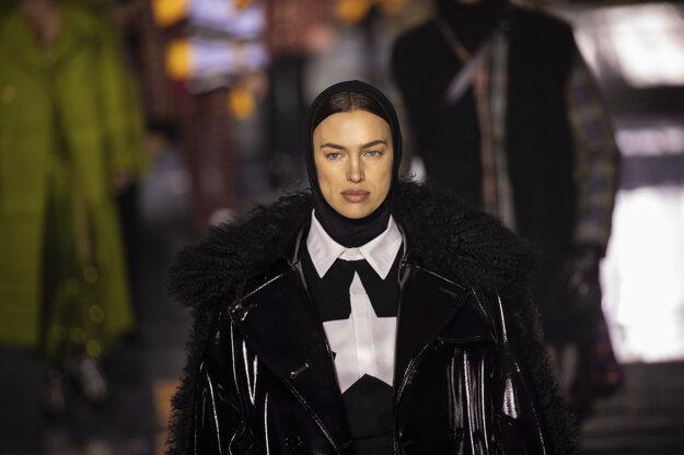 Burbery na Londýnskom týždni módy 2020 ukázali, ako nosiť pokrývku hlavy.