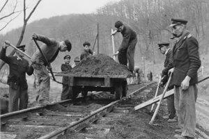Budovanie trate v Čermeľskom údolí.