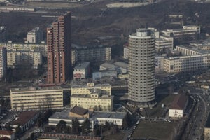Letecky pohľad na ubytovňu Hviezda, známu aj pod menom Kukurica.