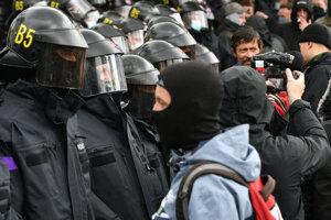 Zásah polície proti protestu,