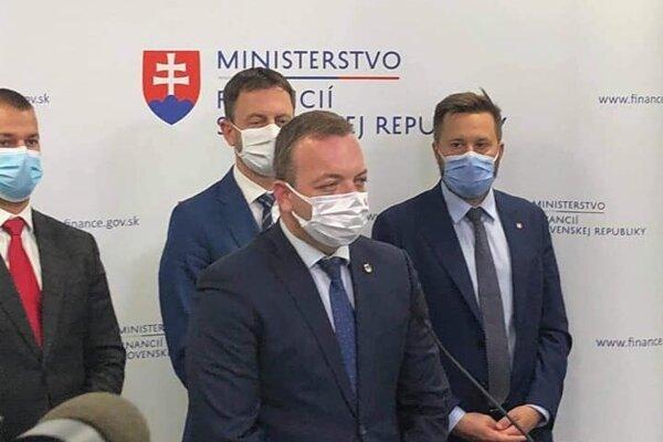 Mestský šéf SaS Marcel Vrchota pred dvoma týždňami kritizoval nápad bratislavských úradníkov na zrušenie mestských častí. Dnes vraví, že k tomu nedôjde.