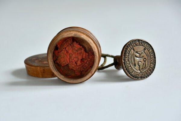 Pečatidlo obuvníckeho cechu bolo prvým darom čo dostalo Novohradské múzeum a galéria v Lučenci