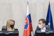 Premiér Igor Matovič a prezidentka Zuzana Čaputová na zasadnutí bezpečnostnej rady.