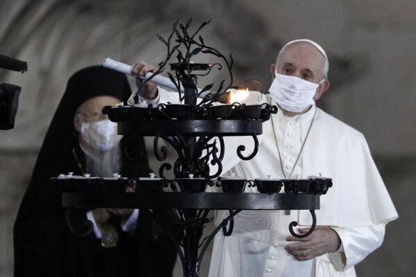 Pápež František počas bohoslužby za svetový mier.