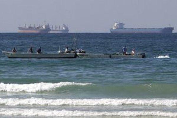 Irán hrozí blokádou strategickej Hormuzskej úžiny.