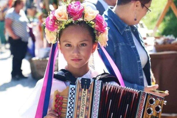 Sofia Králiková, mladá heligonkárka zo Starej Bystrice.