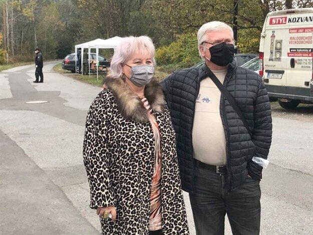 Manželia sa museli v Bardejovskej zábave vrátiť domov.
