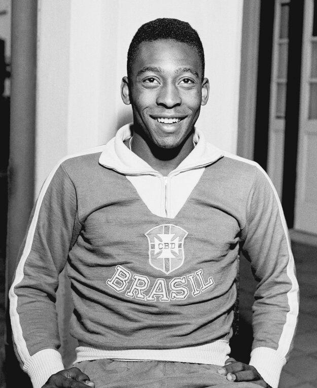 Na archívnej fotografii z 25. mája 1962 v drese národného tímu.