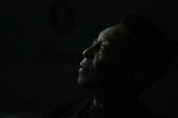 Na portrétnej fotografii z roku 2008.