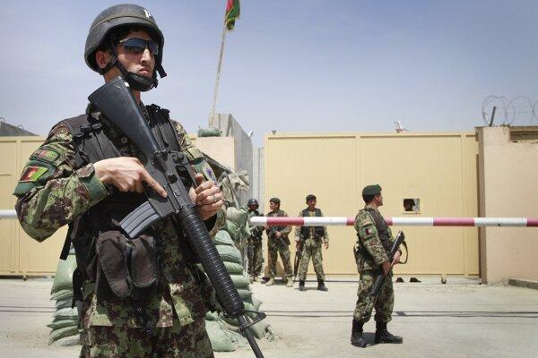 Na výcviku afganských vojakov sa podieľajú aj Slováci.