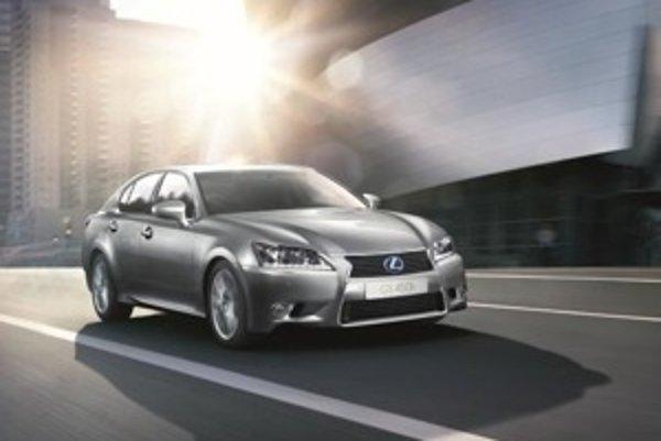 Sedan GS je prvý reprezentantom nového dizajnového jazky značky Lexus.