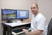 Epidemiológ novozámockej nemocnice Peter Hoppan apeluje na ľudí, aby používali rozum.