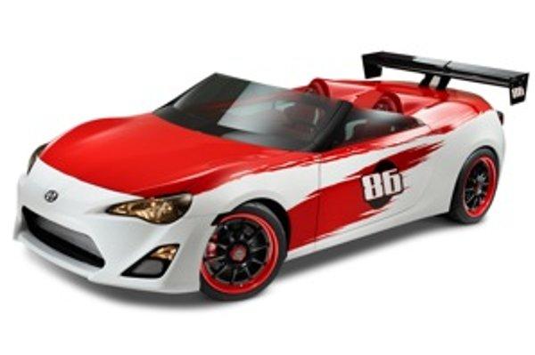Scion FR-S Speedster dostal farby typické pre Toyota Motorsport. Červenú a bielu.
