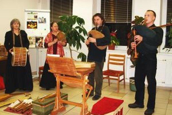 Musicantica Slovaca v krajskej knižnici predniesla piesne a básne okcitánskych trubadúrov.