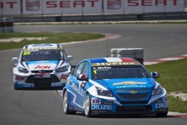 Yvan Muller dostal za správanie na trati trest prejazdu boxom. Celkovo patril so svojím Chevroletom medzi tvrďasov na trati.