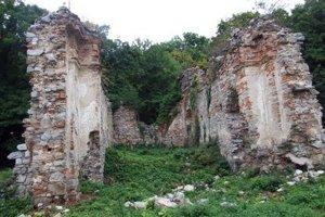 Ruiny kláštorného kostola na Zobore.