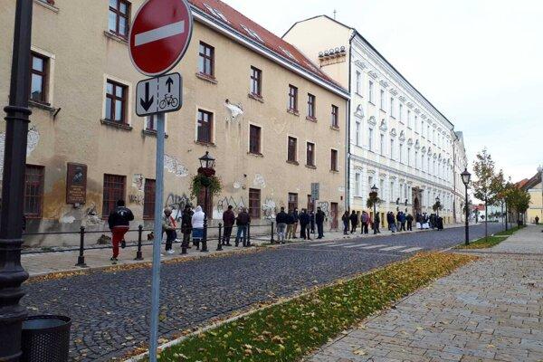 Takto vyzeralo dopoludnia na Hollého ulici v Trnave.