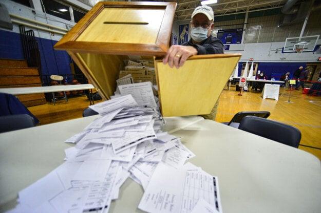 Voľby v USA: Vyhrá Trump alebo Biden? Hlasy už rátajú v  New Hampshire.