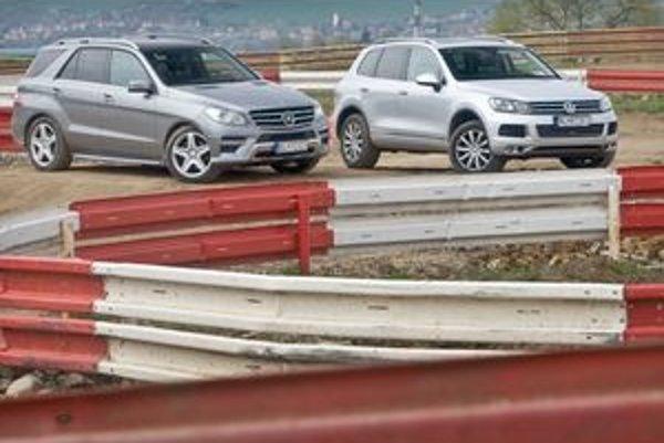 Až na pretekárskej trati sa ukazujú rozdiely. Mercedes dáva do jazdy viac opatrnosti a Touareg zasa radosti. S hviezdou sa lepšie vytiahnete na ceste, ale na piesku je viac doma Volkswagen.