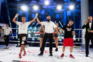 Zsolt Osaďan (vpravo) prehráva zápas proti Kamilovi Mlodzinskemu.