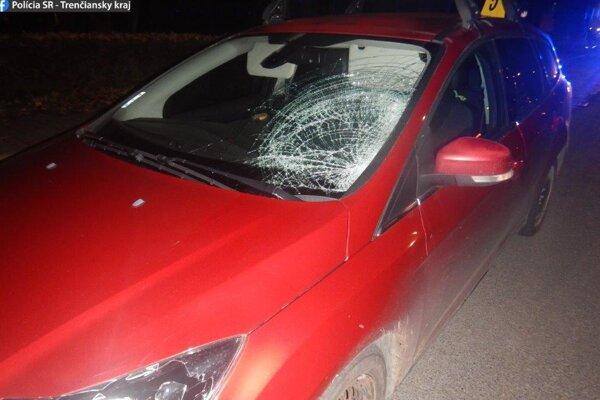 Vodič v Beluši zrazil chodkyňu