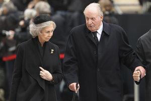 Bývalý španielsky kráľ Juan Carlos opúšťa krajinu Juana Carlosa vyšetruje Najvyšší súd v súvislosti korupčnými aktivitami.  3. aug 2020 o 19:14 TASR   Bývalý španielsky kráľ Juan carlos I. a bývalá španielska kráľovná Sofia.