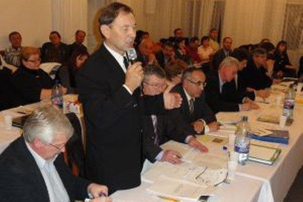 Ani nástupcovia Rumanka, Chládeka, Záchenského, Boršča, Dubajovej, Šeptáka, Galabu a Hollého (zľava) nedostanú od mesta žiadnu techniku. Mimochodom, z vymenovaných poslancov v prednom rade sa do mestského zastupiteľstva nedostal nikto, všetci vo voľbách p