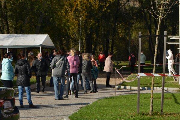 Odberové miesto v Radošine počas sobotného testovania.