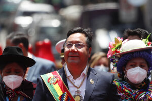 Nový bolívijský prezident Luis Arce odchádza z Kongresu po jeho inaugurácii v La Paz 8. novembra 2020.