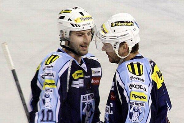 Prvé dva góly zápasu strelili Roman Tománek a Jozef Stümpel.