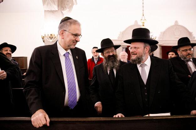Veľvyslanec Boaz Modai počas stretnutia s európskymi rabínmi v Bratislave.