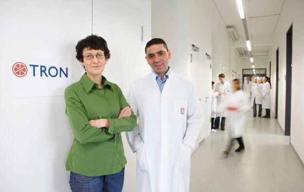 Özlem Türeciová (vľavo) a Ugur Sahin, zakladatelia firmy BioNTech