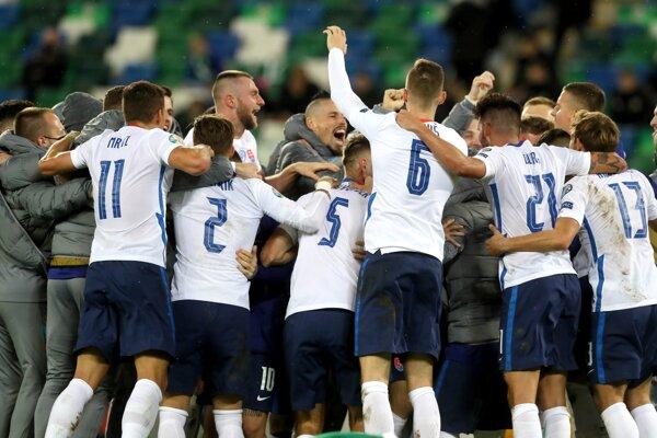 Radosť slovenských futbalistov po postupe na EURO 2020.