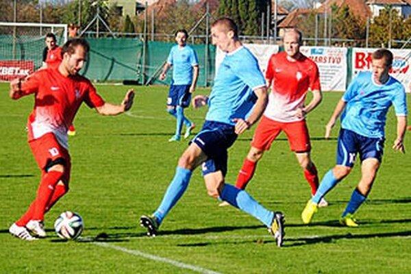 V červenom Varhaník a Svorada, v belasom Kolmokov, Moravčík a Benčík.