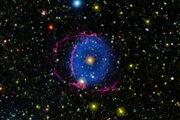 Hmlovina Modrý prsteň (Blue ring nebula) je vzdialená od Zeme 6300 svetelných rokov. Šestnásť rokov vedcom trvalo, kým prišli na to, ako vznikla.