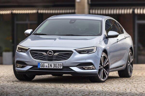 Opel Insignia mal z mainstreamových značiek v kategórii 3-ročných áut najmenej nedostatkov.
