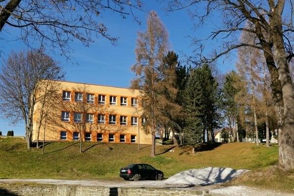 Škôlka v Markušovciach je plná. Obec chce stavať novú. Ešte nezačali.