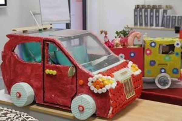Víťazstvo patrí Základnej škole s materskou školou Ondreja Štefku z Varína. Vyrobili Kia Eco baby automobil z odpadkov.