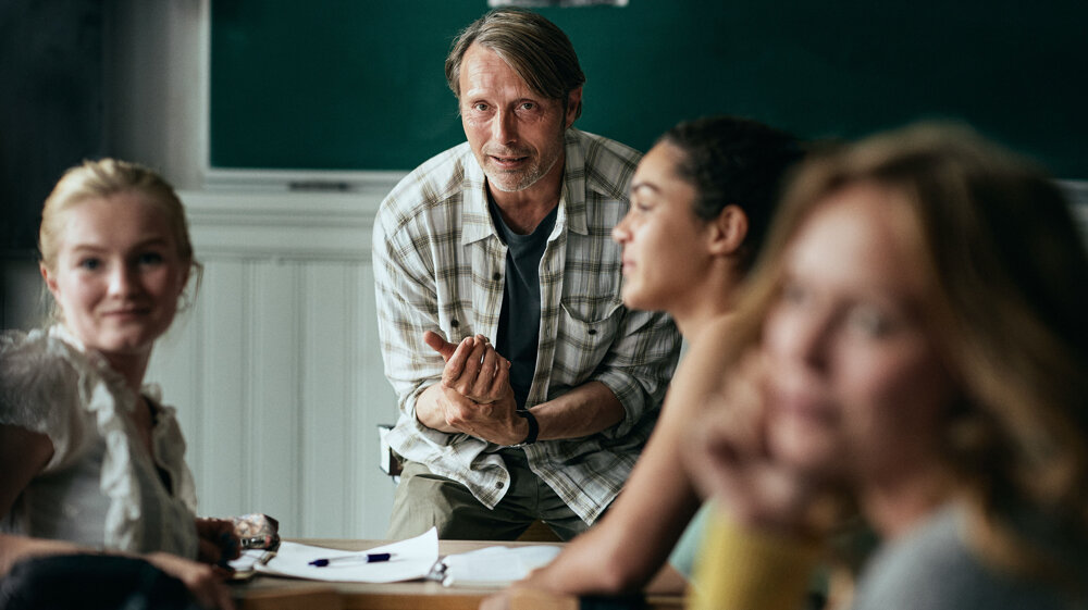 Mads Mikkelsen ako učiteľ Martin vo filme Chľast