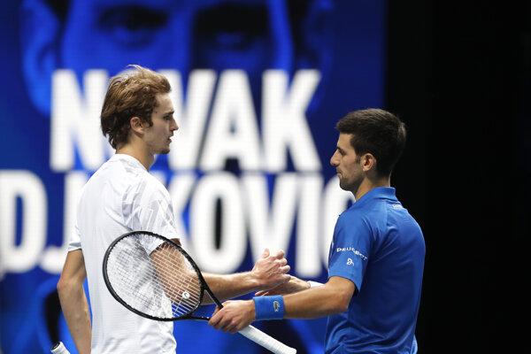 Srbský tenista Novak Djokovič (vpravo) zdolal na Turnaji majstrov Nemca Alexandra Zvereva.