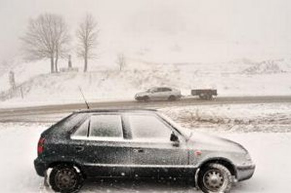 Do Terchovej a jej blízkeho okolia prišiel 8.decembra 2011 nečakané sneh. Cesty boli za krátky čas pokryté 10 až 15 cm kašovitého snehu a pozor si museli dať vodiči najmä pri prejazde cez sedlo Rovná hora, ktorým sa prechádza z Terchovej do Zázrivej a na
