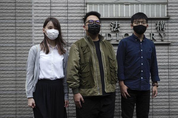 Joshua Wong, Ivan Lam a Agnes Chowová. Aktivisti skončili vo väzení.