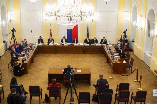 Ústavnoprávny výbor vypočul kandidátov na generálneho prokurátora.