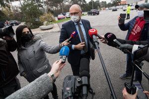 Minister hospodárstva Richard Sulík pred zasadnutím Ústredného krízového štábu.