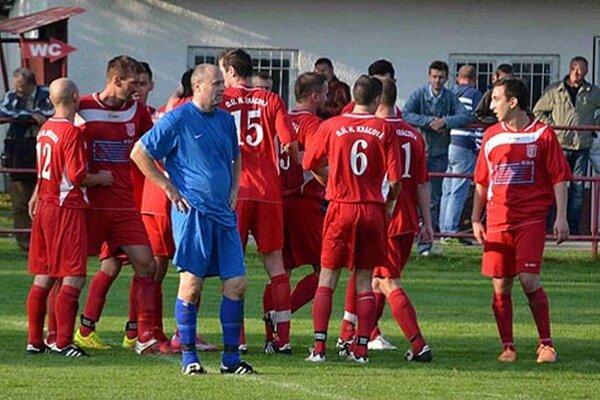 Futbalisti Hornej Kráľovej sa v závere zápasu tešili z dvoch gólov, ktorými rozhodli o víťazstve 3:1.