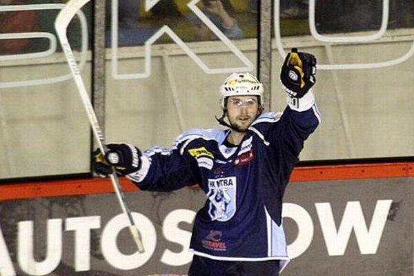 Roman Tománek otváral skóre zápasu a premenil aj rozhodujúci samostatný nájazd.