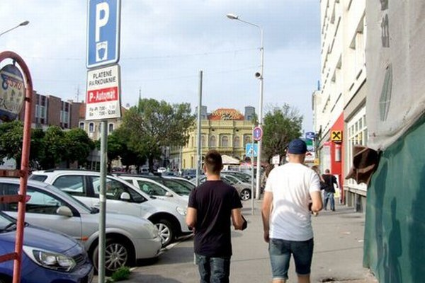 Parkovné v Nitre vyberajú Mestské služby.