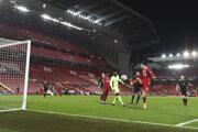 Momentka zo zápasu Liverpool - Ajax. Domáci postúpili do osemfinále po výhre 1:0.