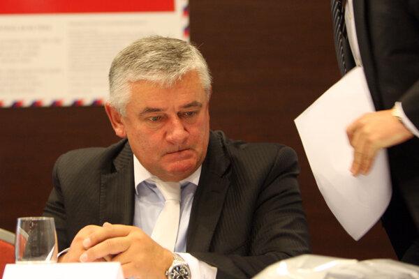 Koaličnej SNS v čase prvej Ficovej vlády šéfoval Ján Slota.