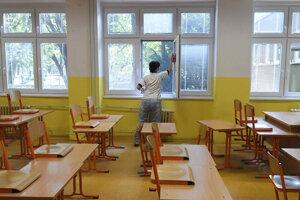 Školy tento rok študentov už neprivítajú.